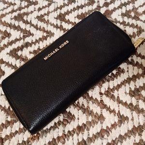 Michael Kors Jet Set Black Leather Zip Wallet